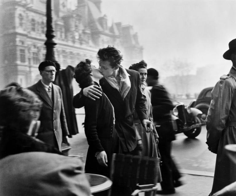 Robert Doisneau, Le baiser de l'hôtel de ville, 1950