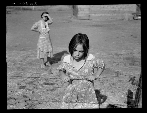 Dorothea Lange. Child and Her Mother, Wapato, Yakima Valley, Washington. 1939