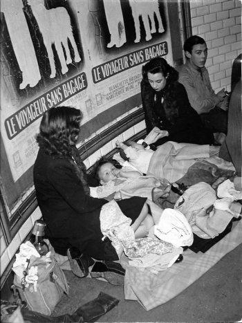 Robert Doisneau, Voyageurs sans bagage, 1942