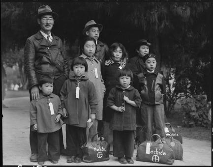 Dorothea Lange, Mochida Family, 1942
