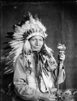 red-horn-bull-a-sioux-indian-from-buffalo-bills-wild-west-show-e1400526391859