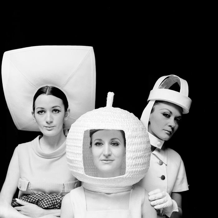 Juana Biarnés, Moda sombreros con influencia futurista, Madrid, 1966