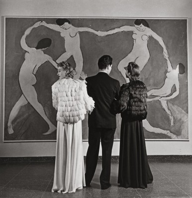 Louise Dahl- Wolfe, Looking at Matisse, Mouseum of Modern Art, 1939