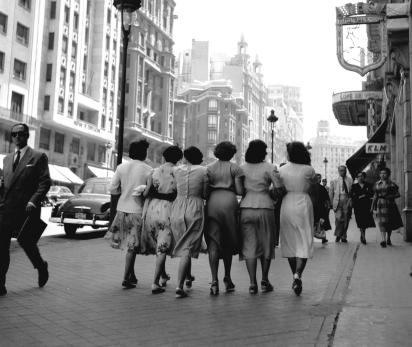 Francesc Català Roca, Señoritas en la Gran Vía de Madrid, 1953