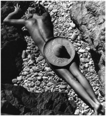 fernand-fonssagrives-la-plage-de-cabasson-1936-lisa-fonssagrives-by-her-husband-fernand-fonssagrives