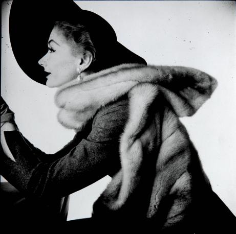 Irving Penn, Woman with Fur Stole (Lisa Fonssagrives-Penn), New York, 1951