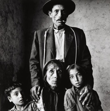 irving-penn-gypsy-family-extremadura-spain