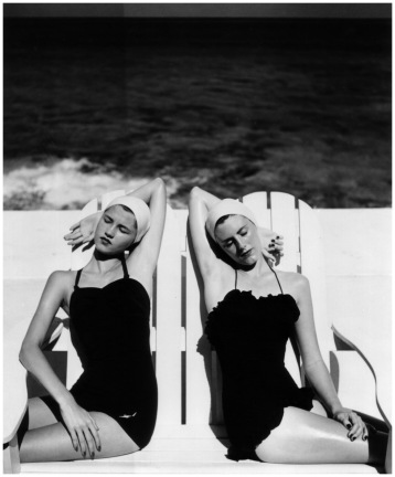 Louise Dahl- Wolfe, Twins at the Beah, 1949
