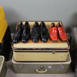 Maletas y zapatos pertenecientes a Vivian Maier