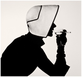 woman-in-dior-hat-with-martini-lisa-fonssagrives-penn-1952-irving-penn-2-copy