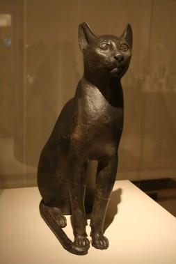 Gato de bronce