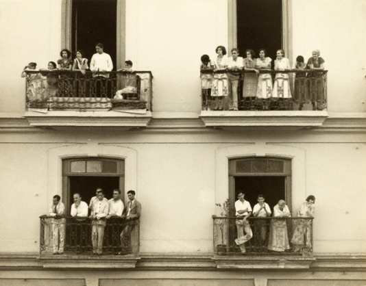 Espectadores en balcones, Walker Evans, 1933