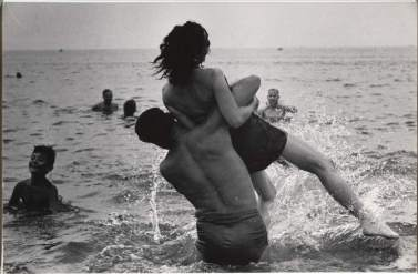 Garry Winogrand, Coney Island, Nueva York, ca. 1952