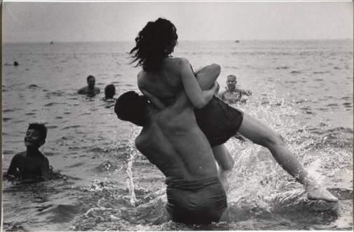 Garry Winogrand, Coney Island, Nueva York, ca. 1952
